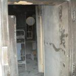Požar uničil 60 m2 pritličja, reševanje iz dvigala