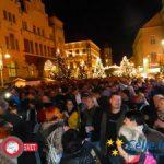 Crvena jabuka obnorela množico na Krekovem trgu (foto, video)