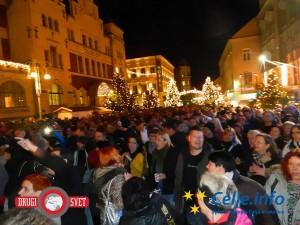 Na Krekovem trgu se je zbralo ogromno obiskovalcev koncerta.