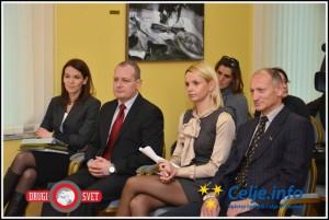 Direktorica občinske uprave Tina Kramer (levo) z Markom Zidanškom, Darjo Turk in Jankom Požežnikom na tiskovni konferenci leta 2013.