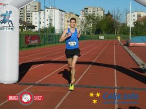 Simon Navodnik je prvi pretekel 10 km.