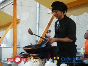 Obiskovalci so lahko kulinarično prepotovali ves svet.