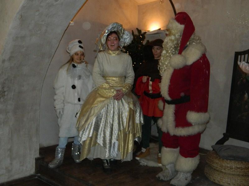 Tudi Božiček in pravljične vile so napovedali praznično dogajanje.