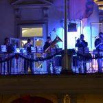 Tolkala in trobila celjskih glasbenikov po mestnih ulicah odmevala tudi v petek zvečer (foto, video)