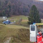 Voda poškodovala tri stanovanja; vojska s helikopterjem prepeljala dojenčka