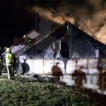 V požaru avtomehanične delavnice velika škoda (foto)