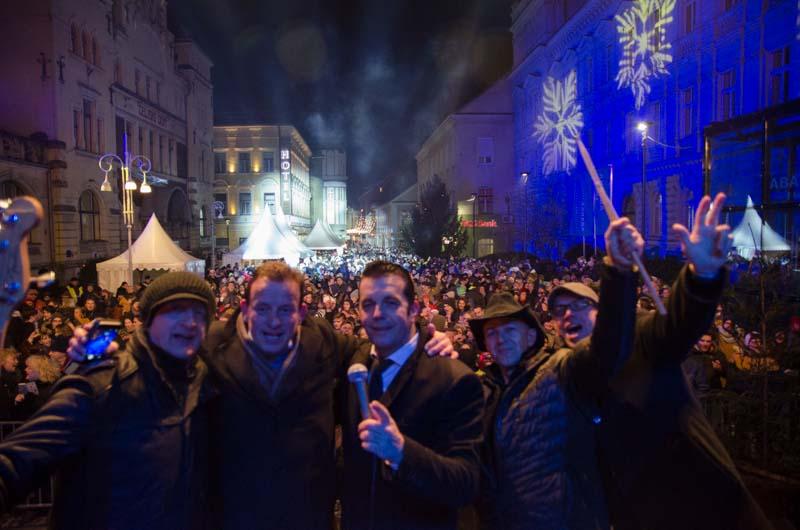 Župan Bojan Šrot je po nastopu z Ron'n'bandom naredil še skupno fotografijo.