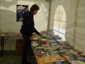 Knjižni sejem bralcem omogoča, da si lahko prav vsak privošči knjigo.