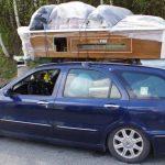 Romun preobtežil avto – med tovorom tudi miza za biljard