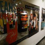MNZ Celje z novo razstavo Jeans generacija: Celjska popularna kultura od kavbojk do mobitela (video)