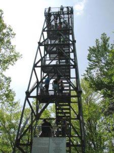 Obisk Resevne večina izkoristi za vzpon na razgledni stolp.