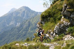 Loška pot je prava poslastica tudi za kolesarje.