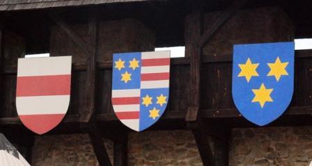 Z leve: grb Žovneških, grb Celjskih in grb Celja