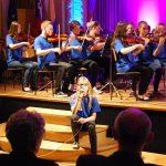 Mali godalni orkester Glasbene šole Celje pričaral svet Brodwayskih muzikalov