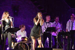 Vokalistka Lara Oset je navdušila publiko