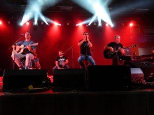 Mi2-jevci so obiskovalce koncerta razvajali s starimi in novimi hiti.