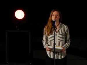 Karin Vrbek, prejemnila Male Veronika za pesem Nočno mesto.