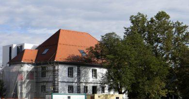 Takole je bi videti dvorec pred nekaj leti.