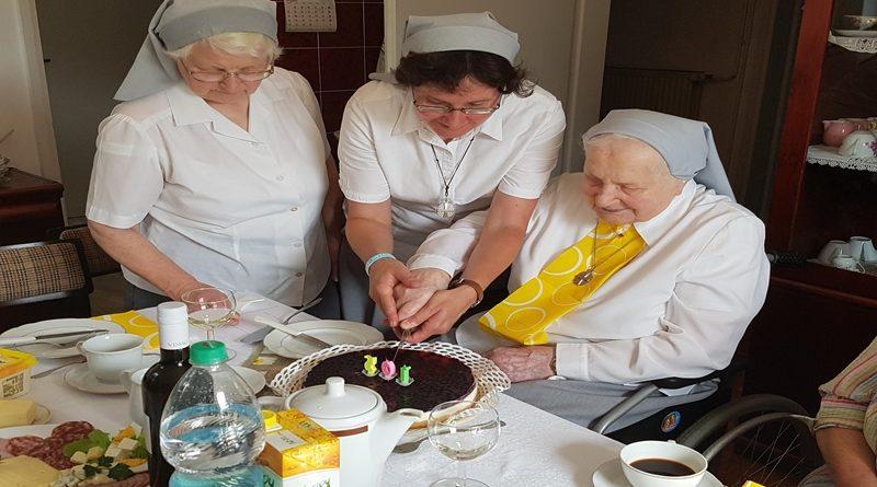 sestra-mara-105-let