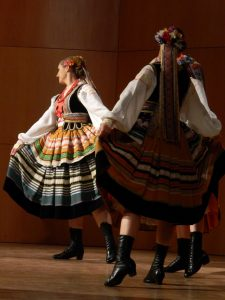 Od Celja do Žalca so nas skozi folkloro popeljale številne domače in tuje skupine.