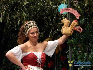 Igralka večera Tara Prodnik v vlogi Maričke.