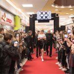 Slovensko Youtube senzacijo Denise Dame v Celju pričakala velika množica (foto, video)