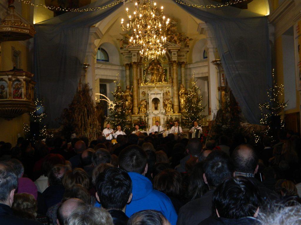 Prifarski muzikanti so cerkev sv. Jožefa napolnili do zadnjega kotička.