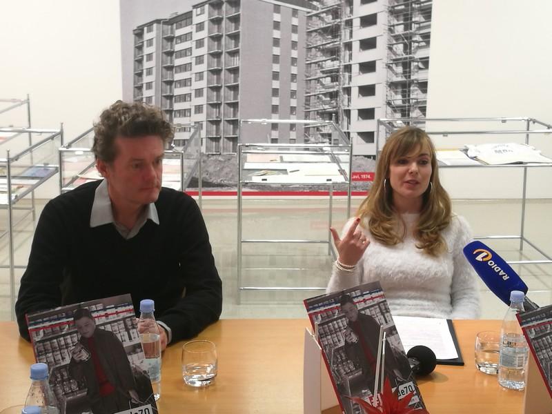 Borut Bategelj in Vesna Sirk sta podrobneje predstavila razstavo Dekade: sedemdeseta.