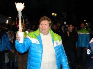 Amalija Belaj-Arbeiter je pospremila Slovensko baklo na oder Glavnega trga v Celju.