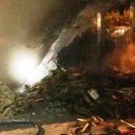 Požar uničil nadstrešek in poškodoval avto; ob sneženju več trčenj