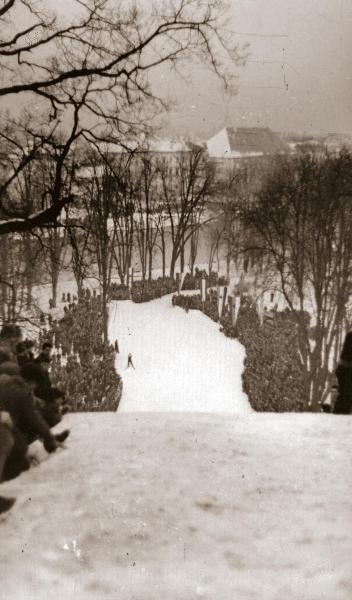 Prizor s tekme v Mestnem parku po drugi svetovni vojni