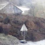 Zemeljski plaz zaprl glavno cesto pri Rogatcu (foto), podrt most pri Žalcu