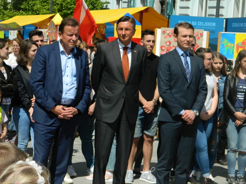 Bojan Šrot, Borut Pahor in Aleksander Verhovšek so z obiskovalci Krekovega trga delili svoje misli o Evropi in prispevku mladih.