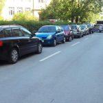 Na delu Kocbekove ni več parkirišč, a zaenkrat navada ostaja