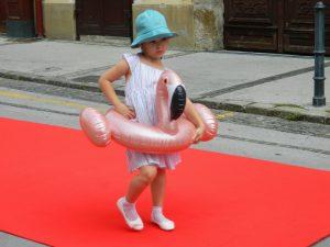 Najmlajši so se povsem vživeli v vlogo malih manekenov in manekenk.