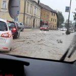 Nevihta v središču Šmarja pri Jelšah povzročila povodenj in plaz (foto)