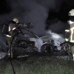 Požar uničil vozilo, zagorel električni drog, …