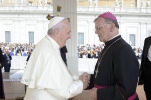 papez-francisek-skof-lipovsek