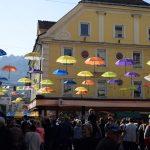 Dobrodelni 4. festival dežnikov je ovil Celje v slikovite barve (foto)