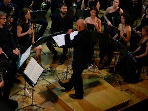 Pihalni orkester bivših dijakov pod taktirko dirigenta Jureta Krajnca