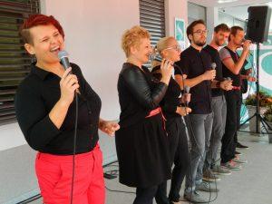 Vokalna skupina Jazzva je slovesno odprtje pospremila z dobro glasbo.