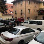 Parkiranje okoli celjske knjižnice nevzdržno, občina pa z rešitvijo, ki stanovalcev ne zadovoljuje