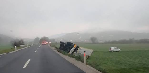 tovornjak_s_ceste_november_2018