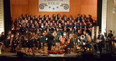 Božično-novoletni koncert MeMPZ in orkestra I. gimnazije v Celjskem domu (foto, video)