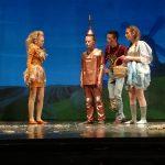 Podmladek Gledališča Zarja navdušil na premieri Čarovnika iz Oza (foto)