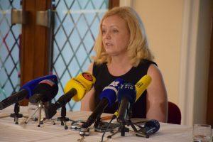 Upravnica in umetniška vodja SLG Celje mag. Tina Kosi je danes podrobneje predstavila dogajanja v zvezi s plagiatom Borisa Kobala.
