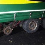 Tovornjak po avtocesti brez pnevmatike in platišča