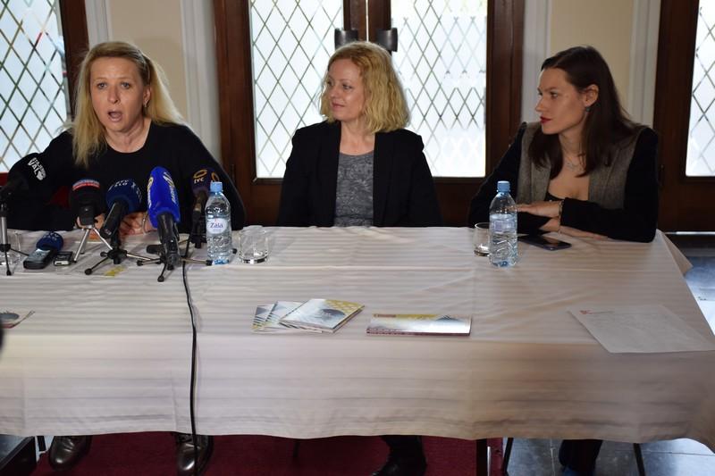 Tatjana Doma (levo) je predstavila program letošnjega festivala Dnevi komedije.