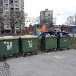 Težava s prepolnimi zabojniki za smeti v Novi vasi tudi po letu dni ni odpravljena. Kje se je zataknilo?