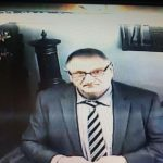 Starejši moški izvedel drzno tatvino v zlatarni v Šmarju. Ga prepoznate?